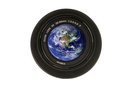 camera lens: Een camera lens met de aarde in het glas Stockfoto