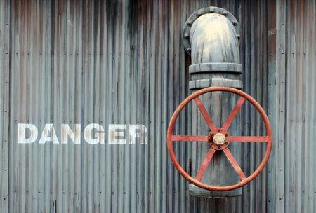 危険と大型ホイール バルブ 写真素材 - 3336504