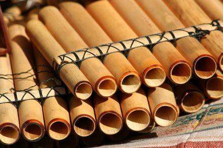 Pan flautas nativas en una manta Foto de archivo - 3750062