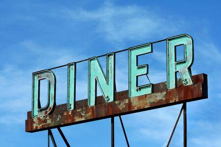 Een oude verlaten langs de weg diner teken