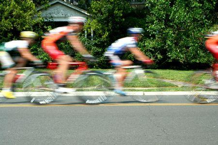 razas de personas: Una carrera de bicicletas de movimiento de blurred  Foto de archivo