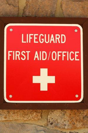 ライフガードの最初の援助の記号