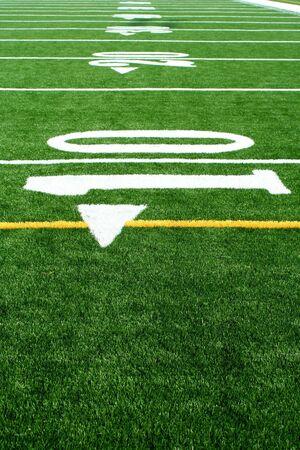 Een gras voetbal veld  Stockfoto
