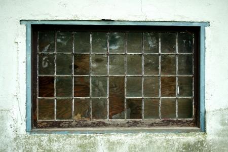 古い壊れた窓のクローズ アップ