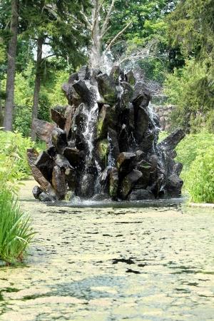 石池を噴水します。 写真素材 - 20011135