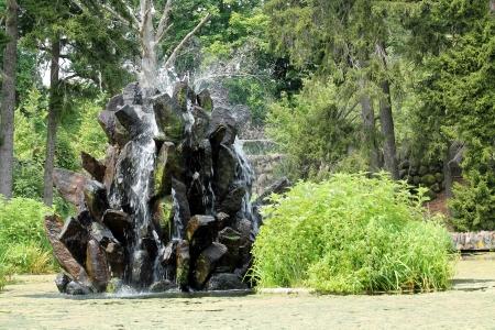 石池を噴水します。 写真素材