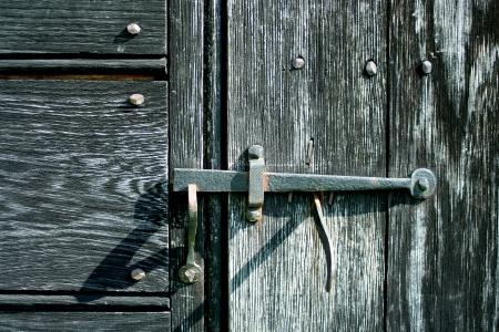 古い鉄のドアのラッチ 写真素材 - 20011122