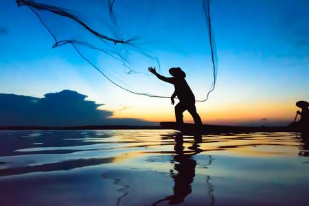 bateau: l'action Fisherman lors de la p�che au coucher du soleil