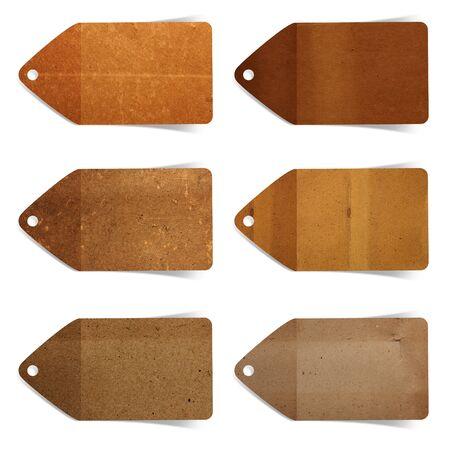 paper craft: etiqueta de papel artesanal palo sobre fondo blanco