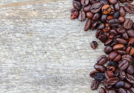jamoke: Fresh coffee beans on wood background, Macro close-up for design work