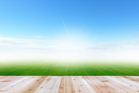 terrasse en bois et ciel bleu