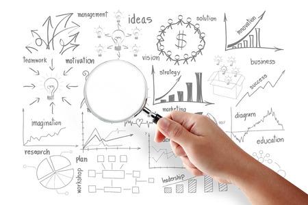 돋보기와 비즈니스 성공 창조적 인 그림 전략 계획 아이디어 검색