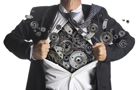 기계 금속 아래 슈퍼 히어로 옷을 보여주는 사업가 흰색 배경에 고립 된 아이디어 개념을, 기어 스톡 콘텐츠
