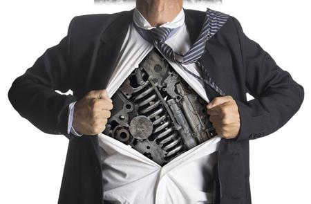 Zakenman toont een superheld pak onder machines metaal tandwielen idee concept, geïsoleerd op witte achtergrond Stockfoto
