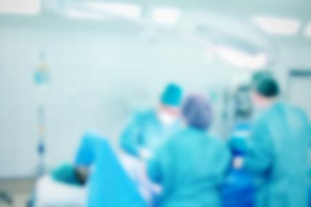 cirujano: Fondo enmascarado con el equipo de cirujano en el trabajo en sala de operaciones Foto de archivo