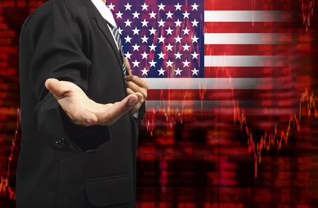 Vlag van de VS, Neerwaartse trend voorraad diagram met business man met lege hand