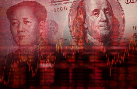 Downtrend stock diagram, Face of Mao Zedong on RMB Yuan 100 bill, With Face of Benjamin Franklin from one hundred dollars bill Foto de archivo