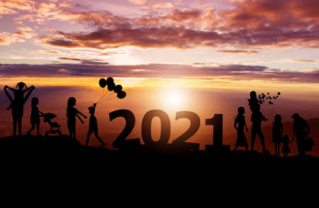 Silhouette of family on the top hills and sky sunset background, And 2021 happy new year Zdjęcie Seryjne