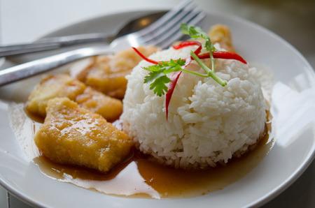 deep fry: Deep fry fish with rice and sauce