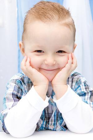 Schönes Lächeln Kind Standard-Bild - 40455392