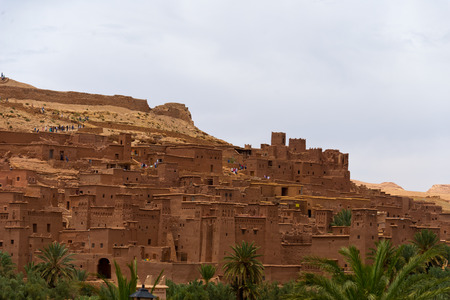 mountain oasis: clay buildings in moroccan berber fortress Aït Benhaddou Stock Photo