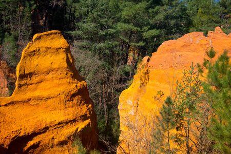 skały ochry w roussillon, prowansja, francja Zdjęcie Seryjne