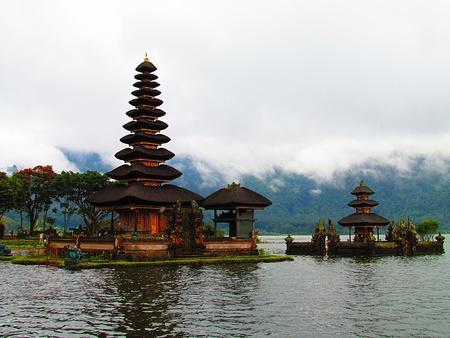 pura: Pura ulu danau temple