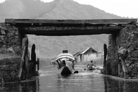 lake house: SRINAGAR, Dal Lake, Jammu   Kashmir, India  Editorial