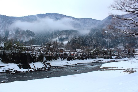 gassho zukuri: Bridge to Shirakawago