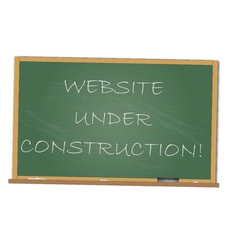 Imagen de una pizarra con el mensaje del sitio Web en construcción aislado en un fondo blanco.
