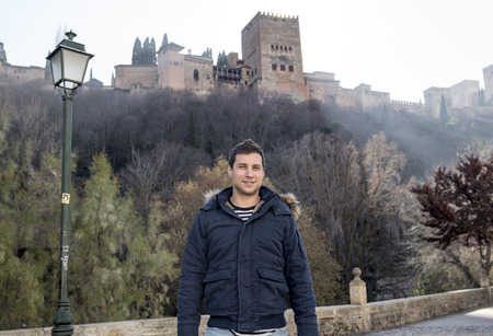 Male model Looking at the Alhambra in Granada, Spain Stockfoto