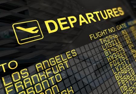 gente aeropuerto: Panel de placa de salidas internacionales con la reflexi�n de medio ambiente  Foto de archivo