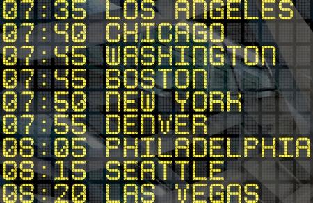 Close-up von einem Flughafen Abfahrt Bord zu usa stadt Destinationen, mit Umwelt reflection.Part einer Serie. Standard-Bild - 44305228