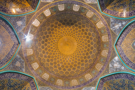 Interior of the dome and central hall of the Sheikh Lotfollah Mosque in persian style. The Mosque built in 1619 and now is a UNESCO World Heritage Site. Editorial