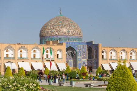 safavid: Sheikh Lotfollah Mosque at Naqsh-e Jahan Square in Isfahan, Iran. Construction of the mosque started in 1603 and was finished in 1619.