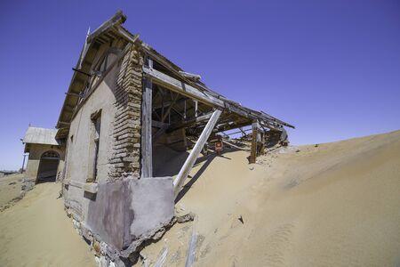 kolmannskuppe: Abandoned houses in the ghost town of Kolmanskop, near Luderitz, Namibia