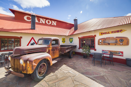 gondwana: FISH RIVER CANYON, NAMIBIA - SEPTEMBER 01, 2015: Vintage truck in front of the Lodge Canyon Roadhouse, Fish River Canyon, Namibia
