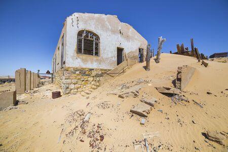 kolmanskop: Abandoned houses in the ghost town of Kolmanskop, near Luderitz, Namibia