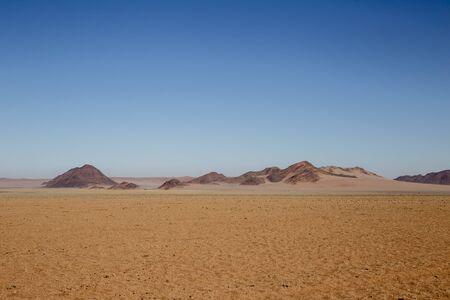 La D707, strada sterrata panoramica nel deserto attraverso le montagne Tiras, Namibia