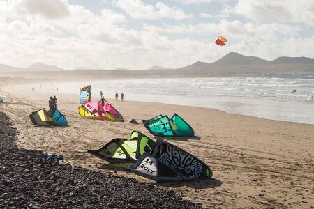 lanzarote: LANZAROTE, SPAIN - NOVEMBER 28, 2016: Kitesurfing in Caleta de Famara, in Lanzarote, Canary Islands, in Spain