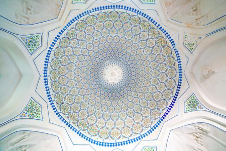 registan: SAMARKAND, UZBEKISTAN - AUGUST 29, 2016:  Dome of Hazrat-Hizr Mosque, the most beautiful mosque in Samarkand, Uzbekistan