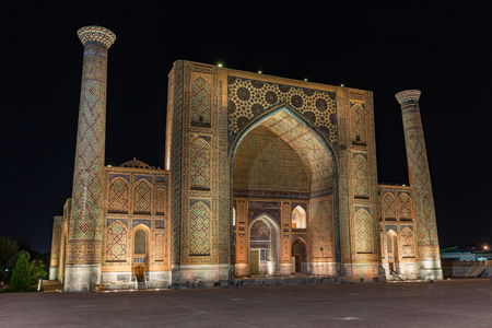 registan: Ulugh Beg Madrasah at night in Samarkand, Uzbekistan Stock Photo