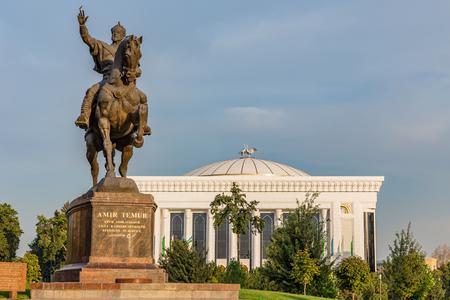 A statue of the 14th century Uzbek leader Tamerlane stands on Amir Timur maydoni, a square in the center of Tashkent, Uzbekistan. Stock Photo