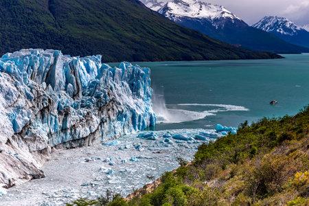 Amazing view of Perito Moreno glacier, blue ice burg glacier in Los Glaciares National Park, Santa Cruz, southern Patagonia, Argentina, South America. Standard-Bild