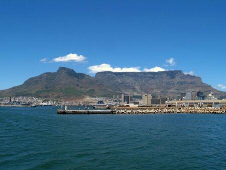 Ansicht des Tabelle Berges vom Eingang zum Kapstadt Hafen.