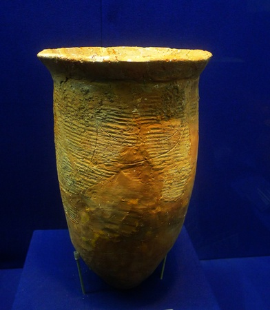 deng: Pottery jar unearthed in 1987 Deng Jia Wan