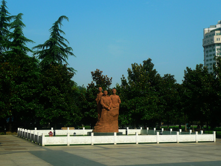 liu: Peng, Liu, Yang San martyr statue. In 1991 on the occasion of commemorating 80 anniversary of the revolution, Wuchang District Government Li Peng Liuyang statue memento of the peoples Government.