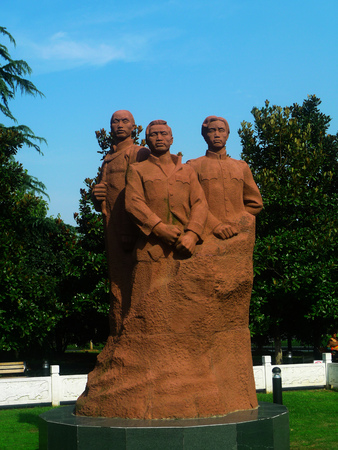 memento: Peng, Liu, Yang San martyr statue. In 1991 on the occasion of commemorating 80 anniversary of the revolution, Wuchang District Government Li Peng Liuyang statue memento of the peoples Government.