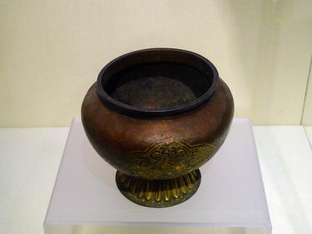gilt: Copper gilt vase