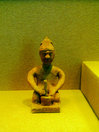 wuhan: Porcelain kneeling action figurines unearthed from Wu of the three kingdoms, huangpi district, Wuhan